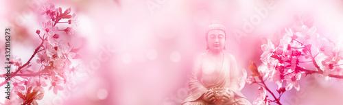 Foto buddha unter blühenden kirschzweigen