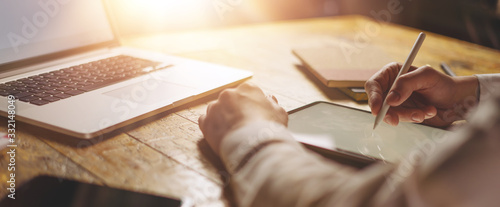 Obraz Male hands with digital tablet - fototapety do salonu