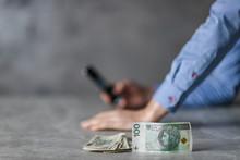 Problemy Finansowe, Sprawdzanie Stanu Konta I Leżący Nominał 100 Złotych