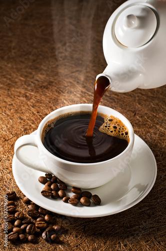 Obraz Coffee pouring - fototapety do salonu