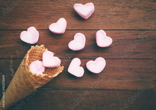Papel de parede vintage Heart marshmallow blow away from waffle cone concept love spreader
