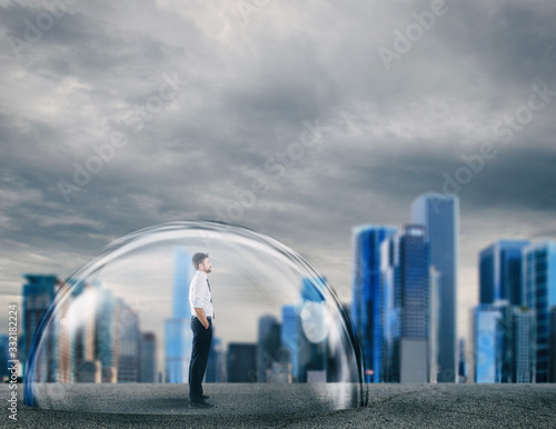 Photo Businessman safely inside a shield dome