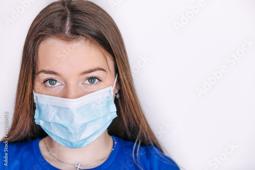 Woman wearing face mask protect filter pm2 Tableau sur Toile
