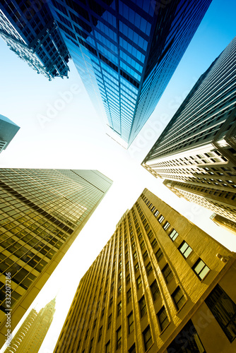 Photo Low angle view of sckyscrapers in Manhattan, New York City