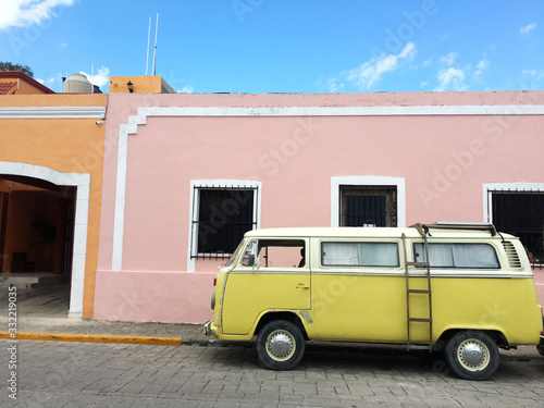 VW T2 gelb in Valladolid - Yucatan - Mexico Canvas Print