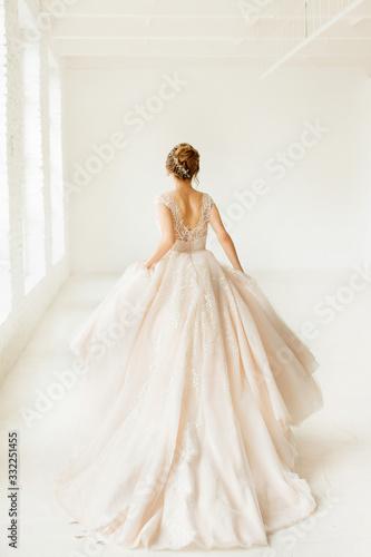 Obraz bride in white dress - fototapety do salonu