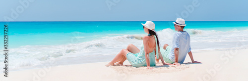 Obraz Young couple on white beach during summer vacation. - fototapety do salonu