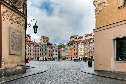 Canvastavla Empty Old Town Square in Warsaw