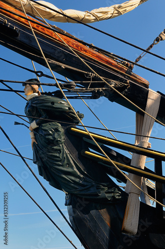 Photo Figurehead of the lady Bethia on the tall ship HMS Bounty