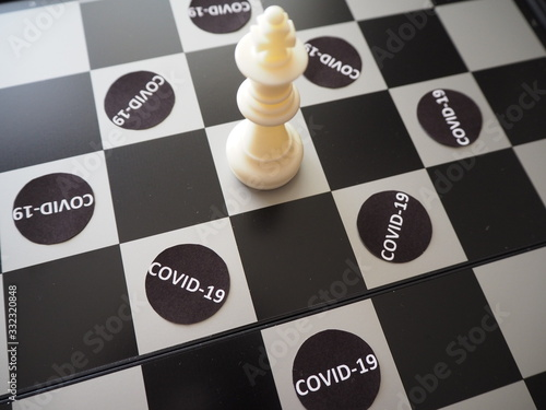 Photo Chess pieces besieged by COVID-19