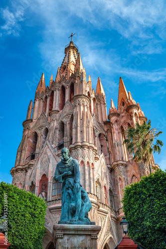 Fototapeta premium Kościół Parroquia de San Miguel Arcangel w San Miguel de Allende w Meksyku