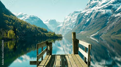 Foto Norwegian fjord landscape in spring