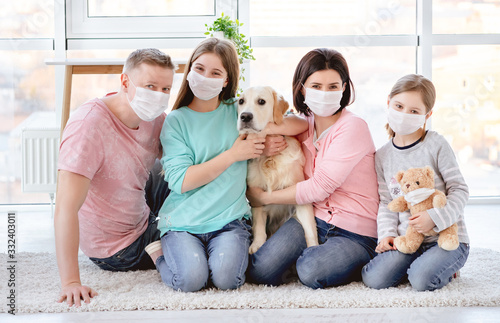 Obraz Beautiful family in medical masks - fototapety do salonu