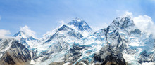 Mount Everest With Beautiful S...