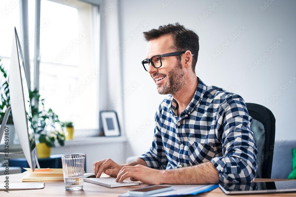 Fototapeta Freelance programmer working from home office