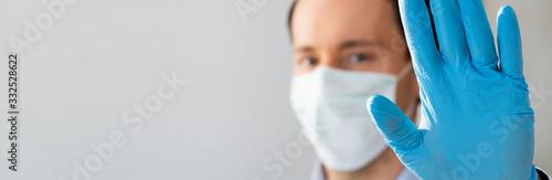 Valokuva Man Making Coronavirus Pandemic Stop Gesture