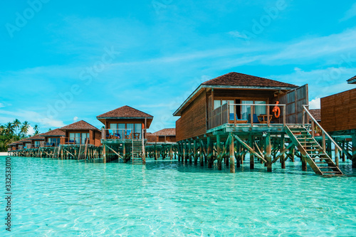 Fotografía Maldives tropical Island, beautiful isolated luxury water bungalows Maldives in