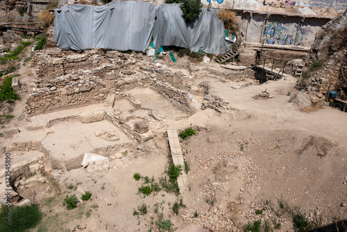 Photo The Stoa Poikile archaeological excavation dig site, located on the north side of the Ancient Agora of Athens, Greece is shown during a summer day
