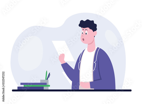 Photo Businessman in office reading paper documents