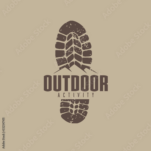 outdoor logo idea with boot track and mountain graphic Fototapet
