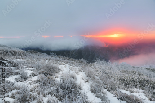 Fotografía 눈으로 덮힌 덕유산의 겨울풍경
