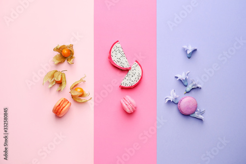Fotografía Tasty macarons with fruits on color background