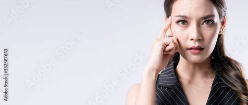 Fotografering portrait beautiful attractive asian female close up hand gesture thinking and co