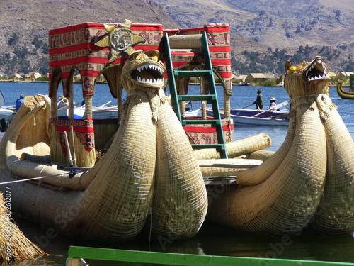 Photo barca tradizionale lago titicaca