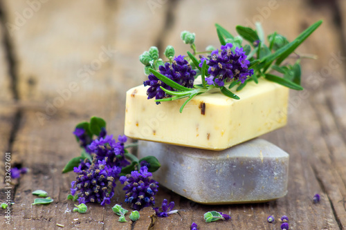 Fotografiet bars of natural soap and lavender flowers