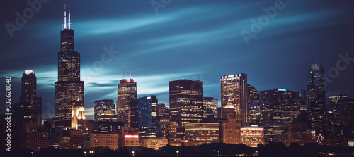 Famous panoramic view of Chicago skyline by night Fototapete