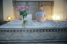 Bouquet Of Roses In Bed / Roma...