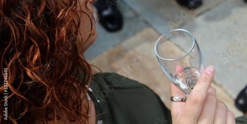 Vászonkép Bere un calice di vino - party
