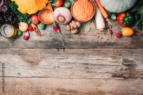 Papel de parede Fresh ingredients for healthy cooking or salad making on wooden background