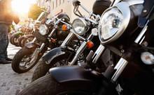 PS Starke Motorräder Bei Einem Treffen Im Warmen Sonnenlicht