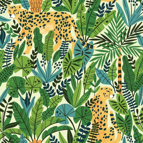 Tapety kolonialne  gepard-z-lisci-palmowych-egzotyczny-wzor-letni-raj-w-tropikalnych-dzunglach-z-dzikimi-zwierzetami-i-fantastycznymi-kwiatami
