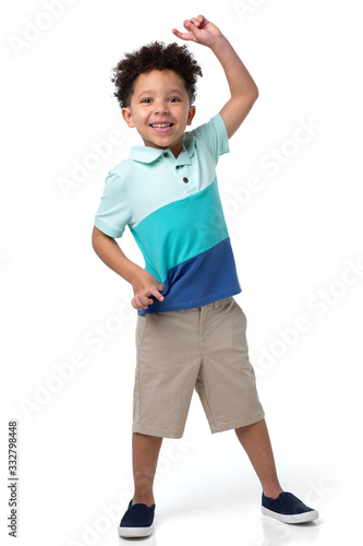 Photo portrait of a young boy being goofy