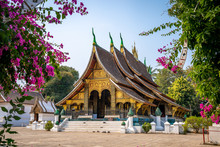 Wat Xieng Thong Temple With Bl...