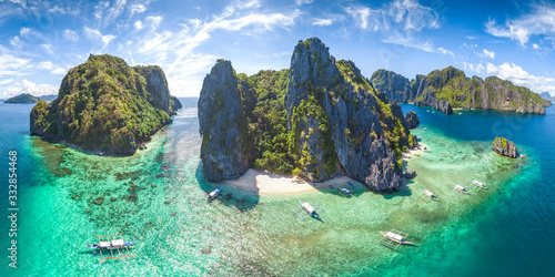 Photo Coastal Scenery of El Nido, Palawan Island, The Philippines, a Popular Tourism Destination for Summer Vacation in Southeast Asia, with Tropical Climate and Beautiful Landscape