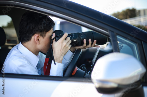 Fototapeta 車内から写真を撮る男性 obraz