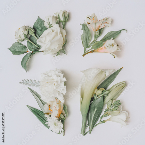 Obraz na plátne Creative Easter layout with flowers and leaves on white paper background