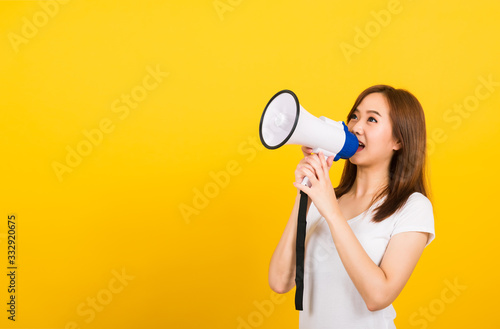 Photo woman teen standing making announcement message shouting screaming in megaphone