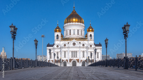 Photo The Cathedral of Christ the Saviour on the northern bank of the Moskva River southwest of the Kremlin with an overall height of 103 metres a Russian Orthodox cathedral in Moscow, Russia