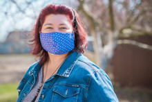 Stop Virus ! Woman In Textile ...