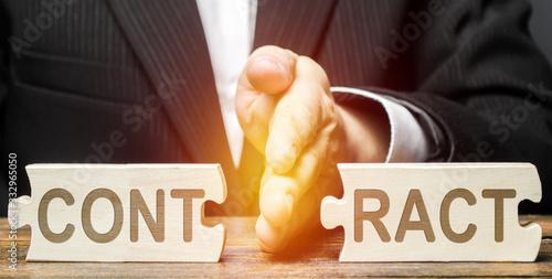 Businessman employer breaks a contract Fototapet