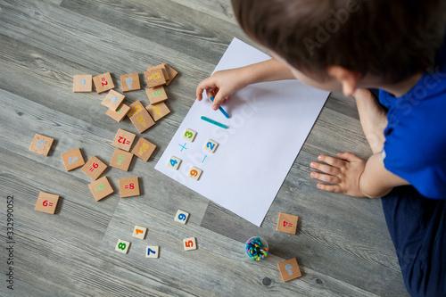 Valokuva children learning ant home