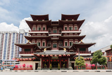 Singapore Buddha Tooth Relic Temple And Museum In Chinatown Famous Place For Tourist In Chinatown Singapore.Non English Word Is Name Of Temple.