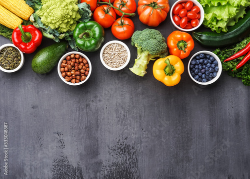 Fotografia Healthy eating ingredients: fresh vegetables, fruits and superfood