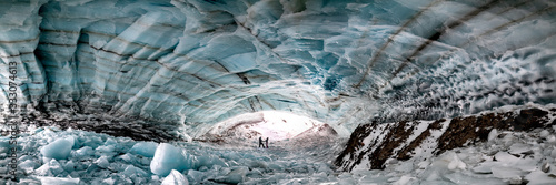 Foto Historic ice cave located outside of Haines Junction in Kluane National Park, Yukon Territory