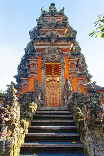 Foto Beautiful Saraswati Temple at early morning in Ubud; Indonesia
