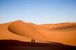 canvas print picture - Schatten in den Dünen in der Wüste in den Vereinten arabischen Emirate.